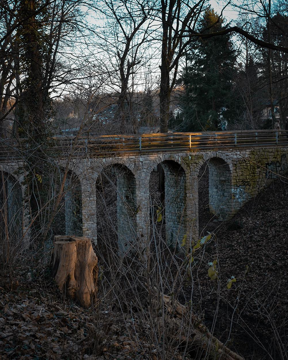 Sieht aus, wie ein kleines Viadukt, ist aber die Teufelsgrabenbrücke