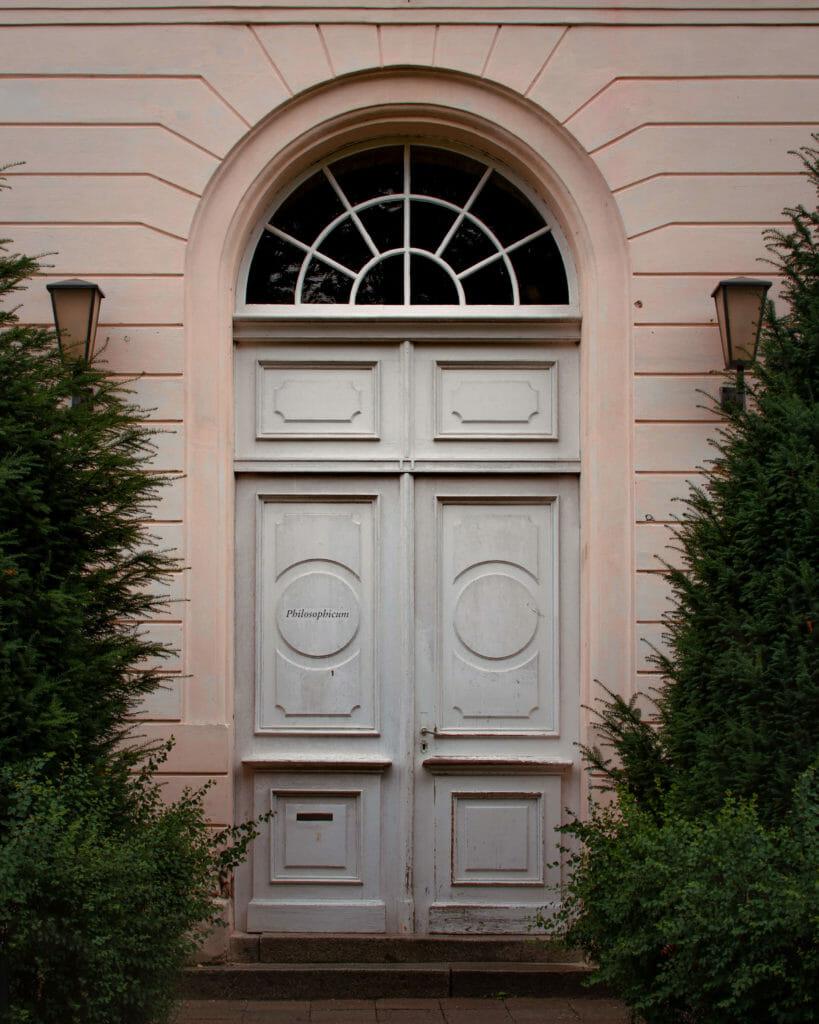 Tür, die zur Uni Potsdam gehört