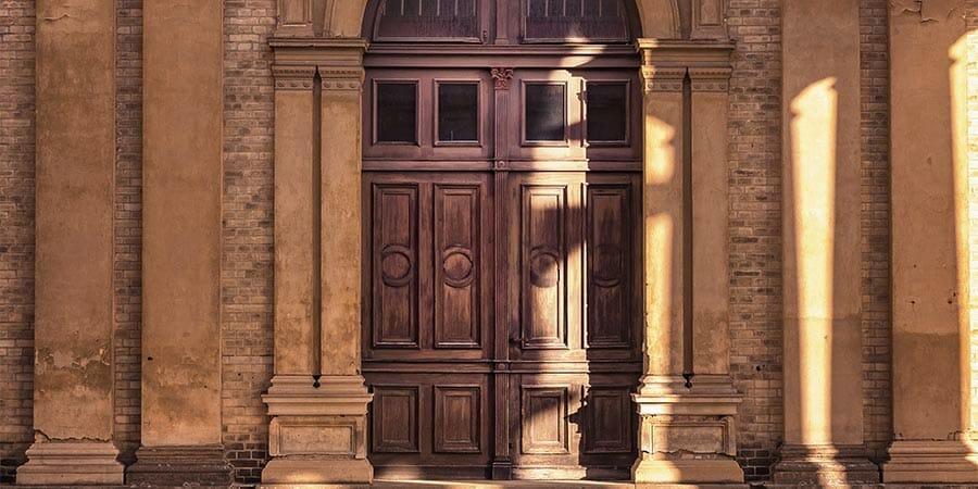 Türen fotografieren in Potsdam - Holztür bei der Orangerie