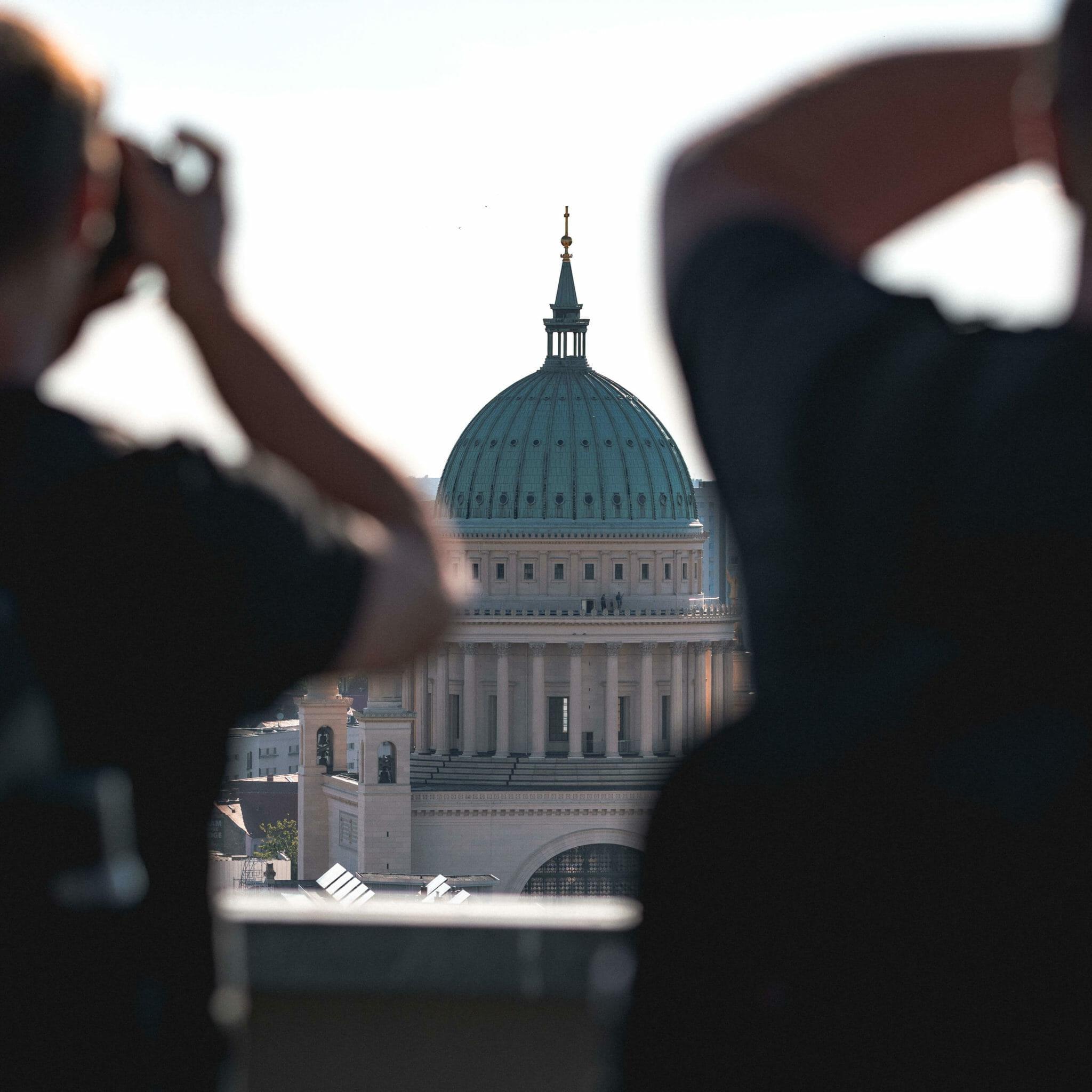 Die Nikolaikirche zieht den Blick auf sich