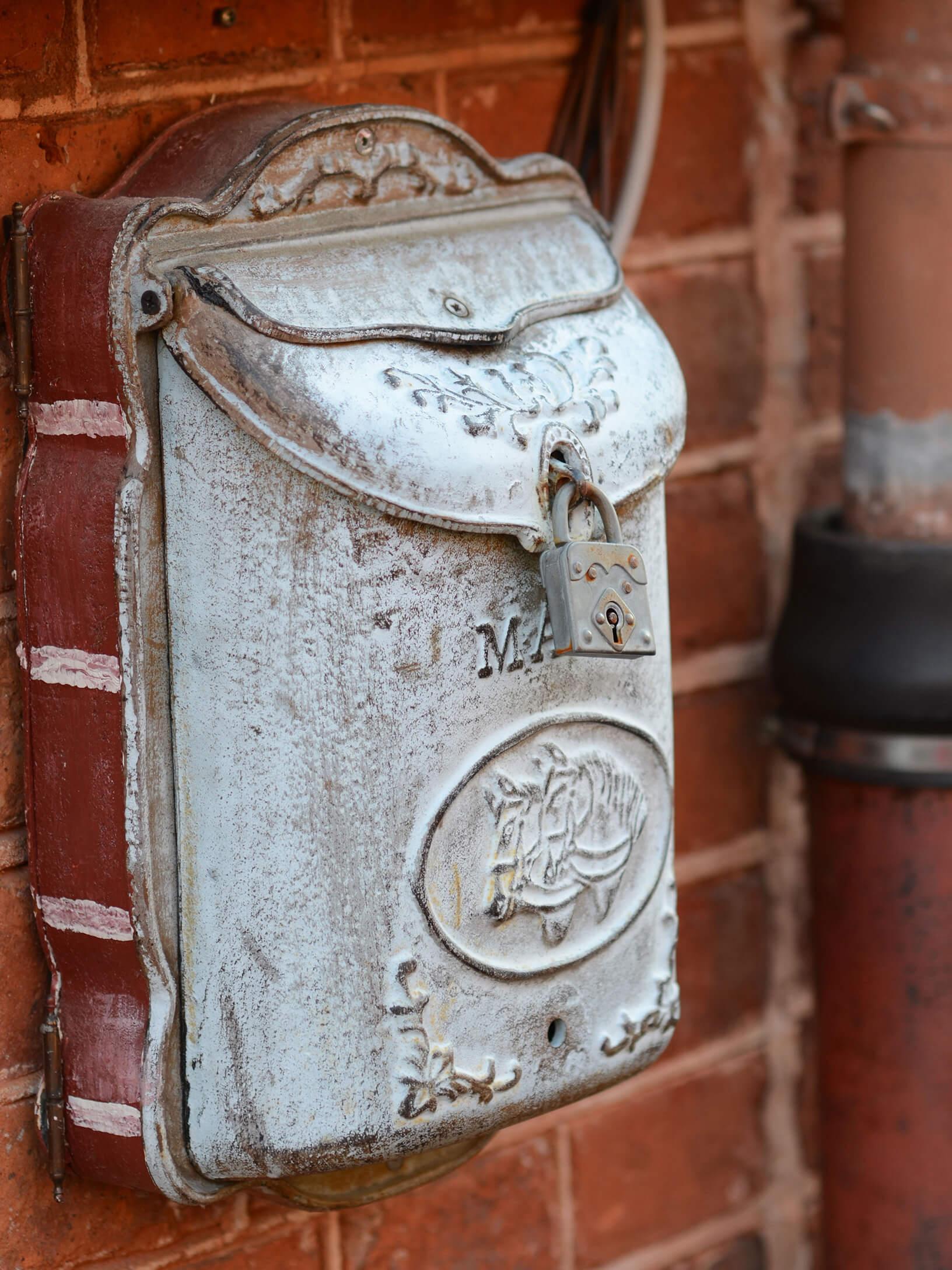 Schöner Briefkasten beim Café Collage