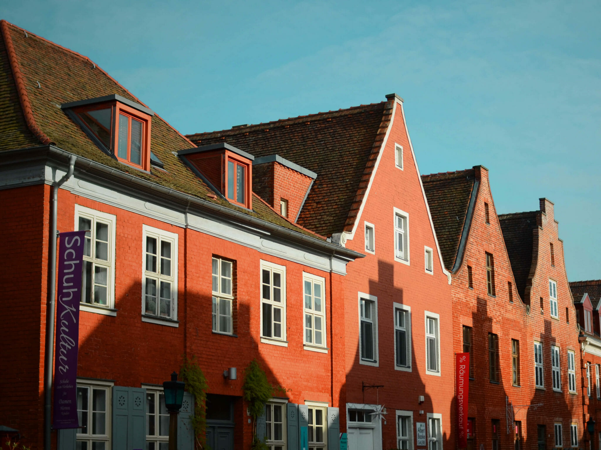 Giebel mit Schattenwurf im Holländischen Viertel in Potsdam