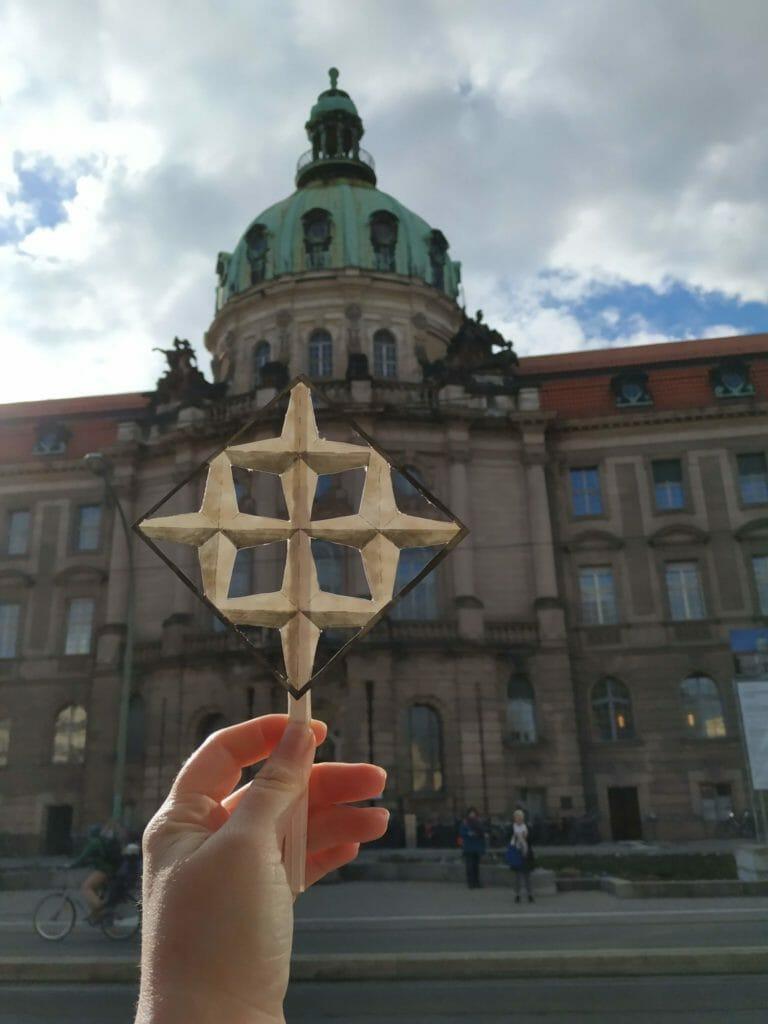Stern vor dem Stadthaus in Potsdam
